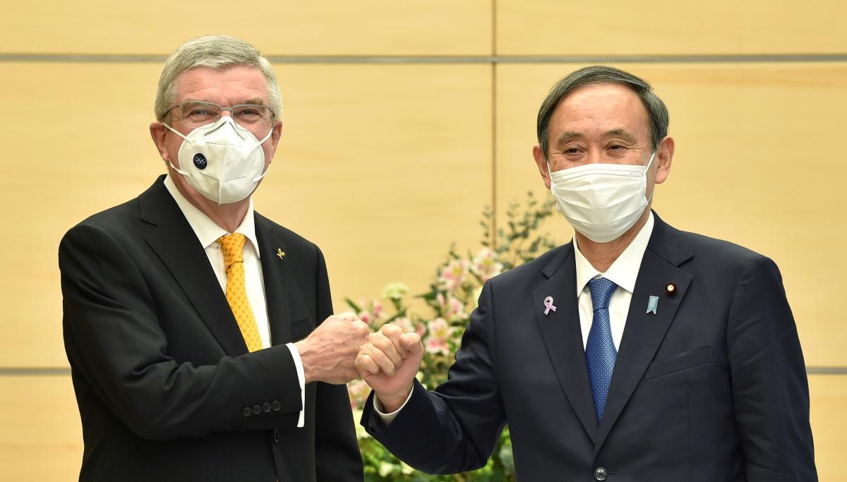 Томас Бах и Йосихиде Суга / фото REUTERS
