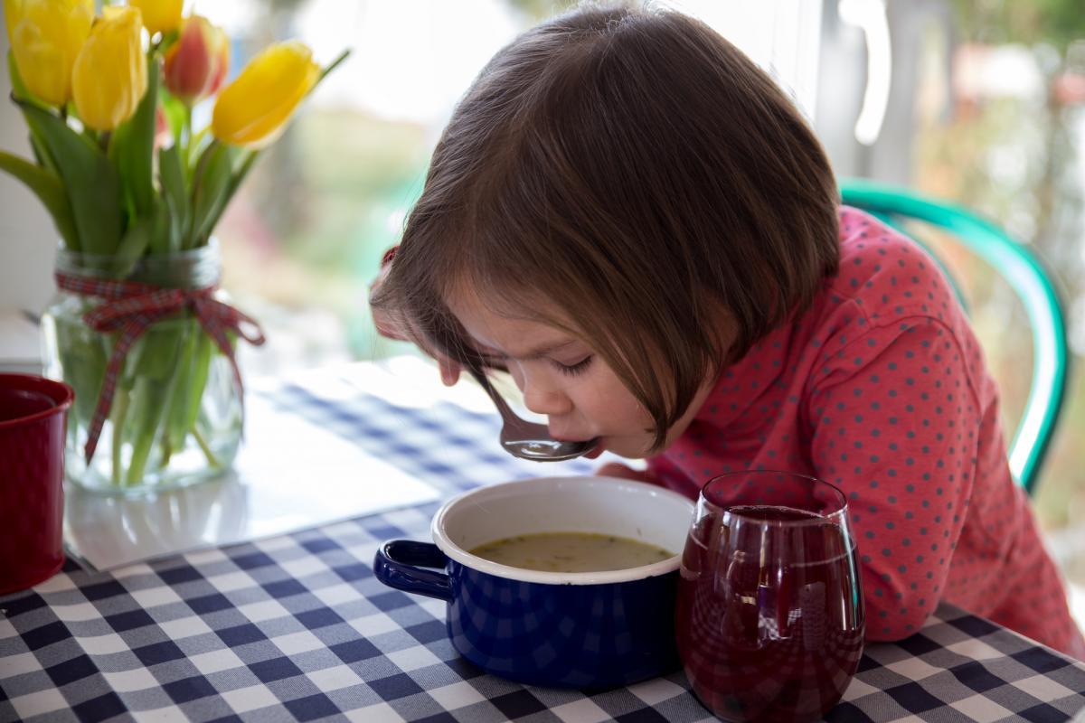 Нужно ли принудительно кормить ребенка в первый день ОРВИ / фотоua.depositphotos.com