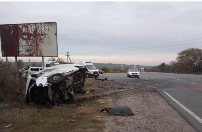 На трассе Одесса-Рени столкнулись Mercedes Sprinter и Toyota Hiace / фото od.npu.gov.ua