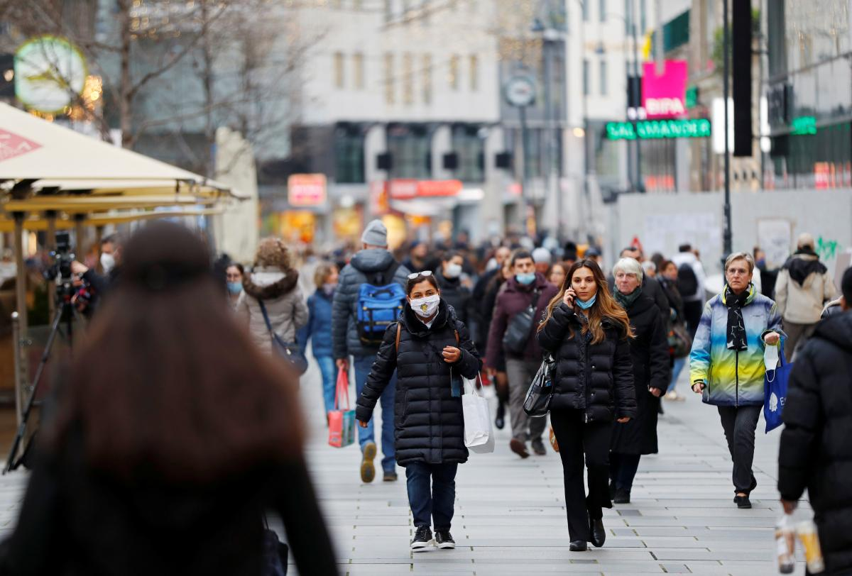 В мире зафиксировано почти 55 миллионов случаев коронавируса / фото REUTERS