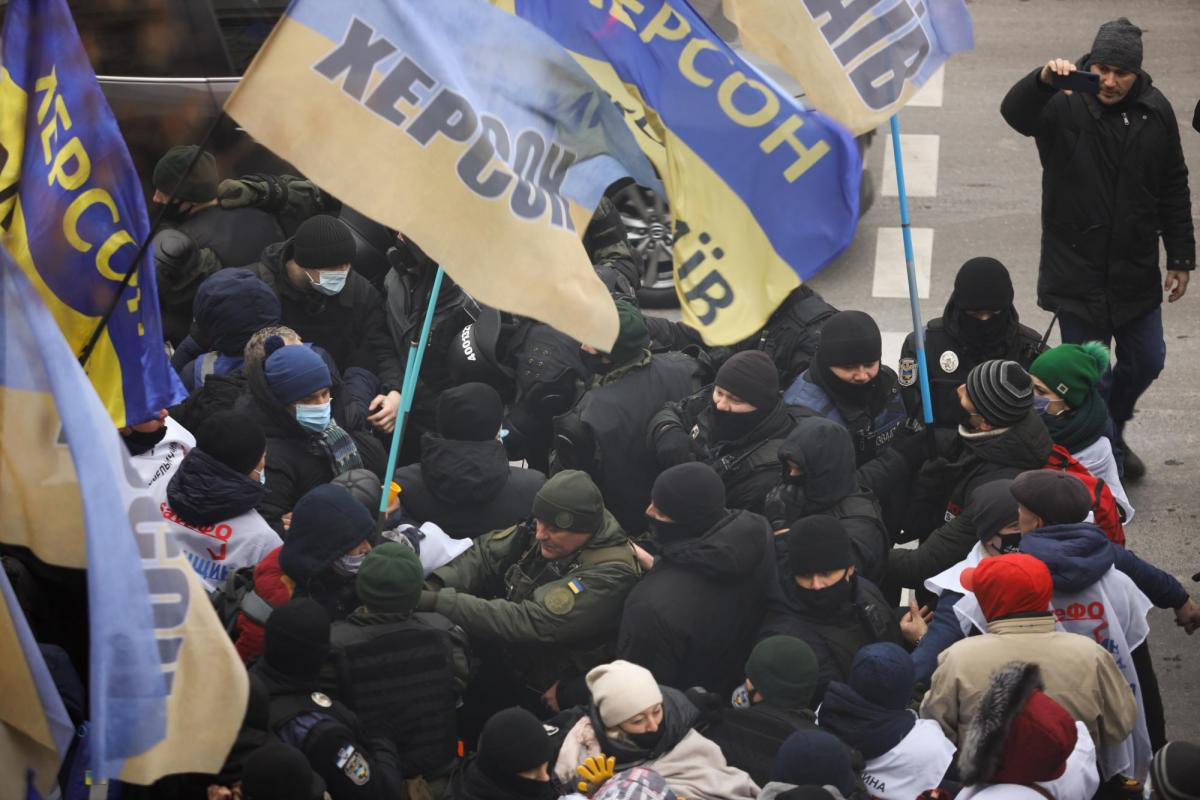 Entrepreneurs, police clash outside parliament's building in Kyiv / Photo from RBC Ukraine