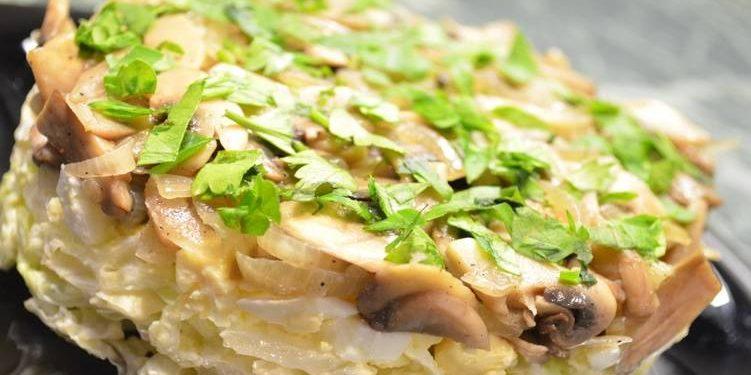 Маринованные грибы салат рецепты / фото YouTube-канал «Семейные рецепты»