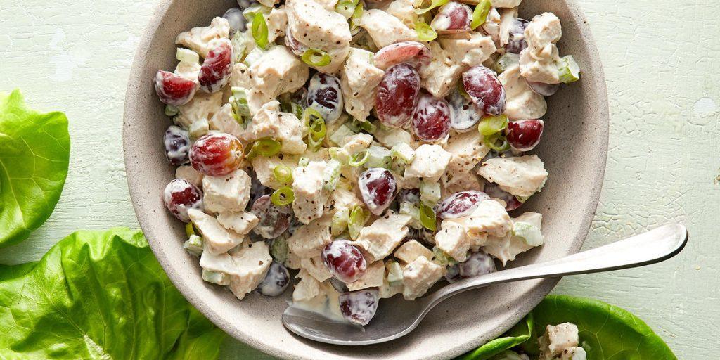 Праздничные салаты с маринованными шампиньонами / фото сookinglight.com