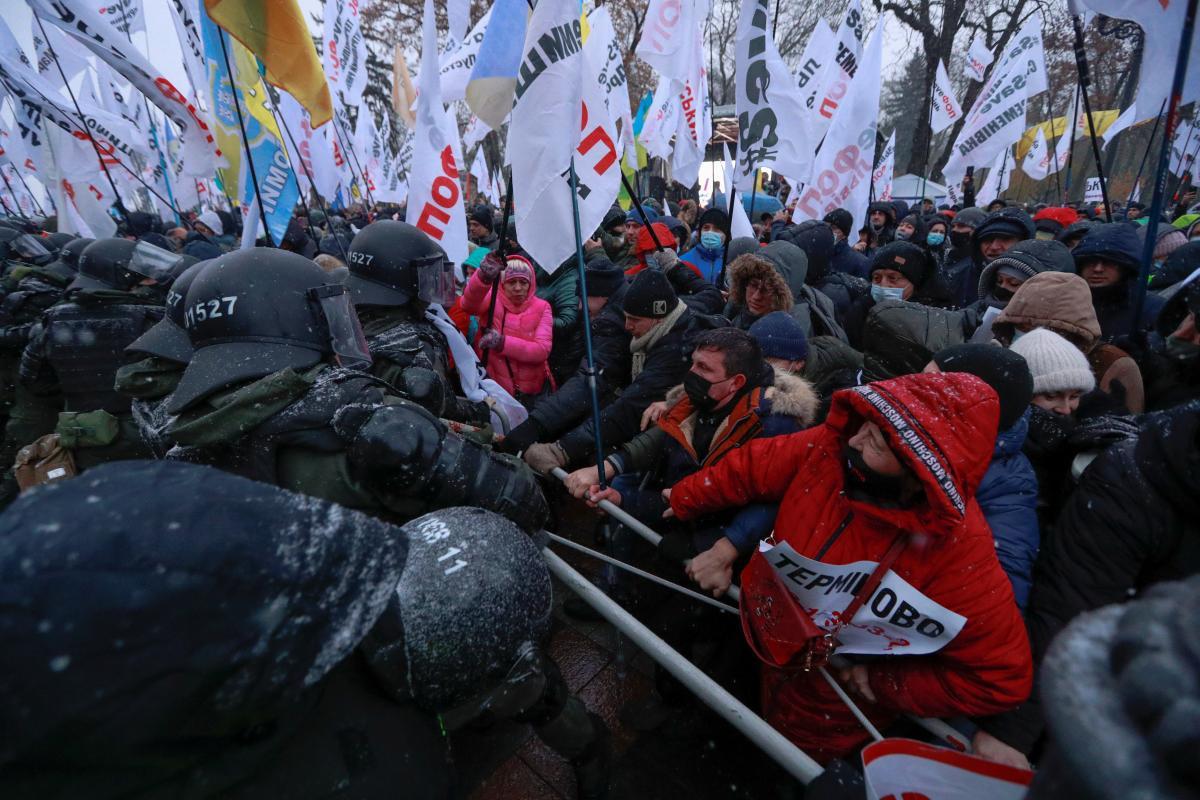 Протесты под Радой 17 ноября / фото REUTERS