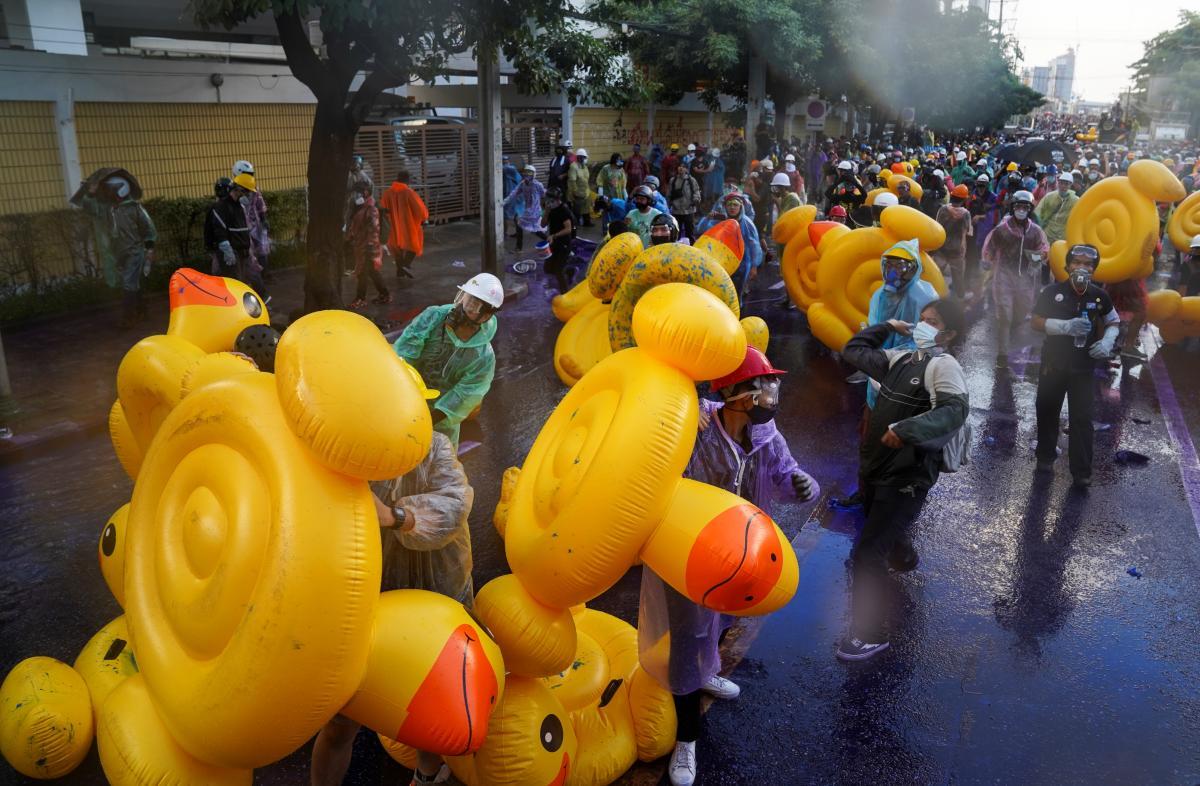 Протесты в Таиланде длятся уже несколько месяцев / фото REUTERS