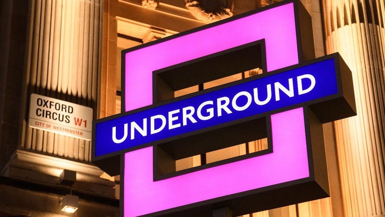 Ребрендинг табличек лондонского метро в стилеPlayStation / фото twitter.com/PlayStationUK