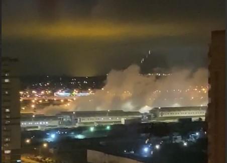 Внаслідок вибуху була пошкоджена обшивка будівлі / скріншот з відео