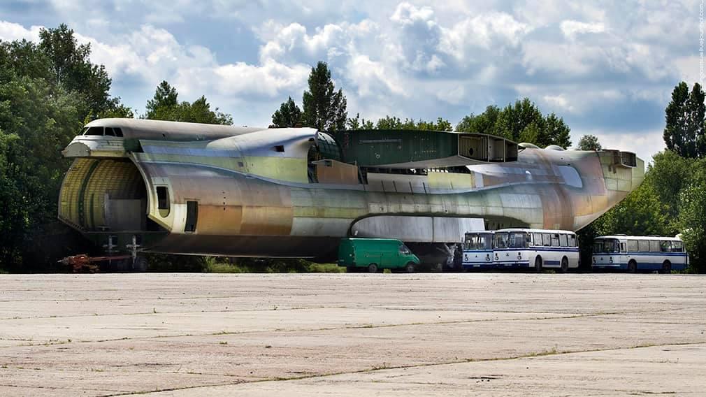 """Второй самолет """"Мрия"""" не мог летать в Китай, так как он стоит в полуразобранном виде / фото Иван Лях/Facebook"""