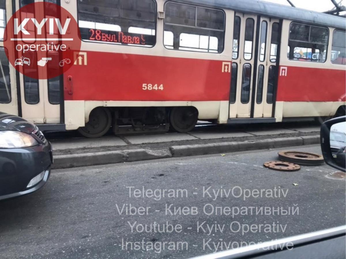 Колесо вилетіло на проїжджу частину / Київ Оперативний Facebook