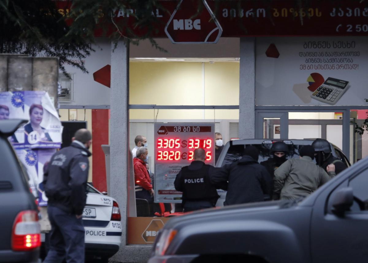 В Тбилиси освободили всех девятеріх заложников / фото REUTERS