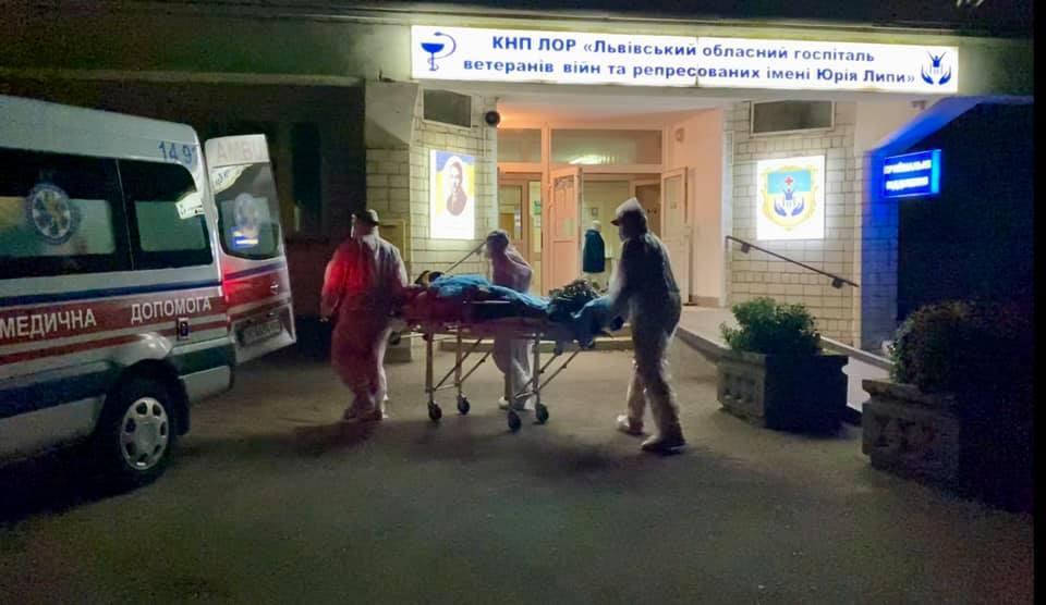 В госпитале возле Львова утверждают, что взрыва не было / фото Facebook Андрея Садового