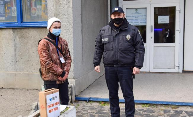 Поліцейські зареєстрували 19 повідомлень про можливі порушення / фото mk.npu.gov.ua