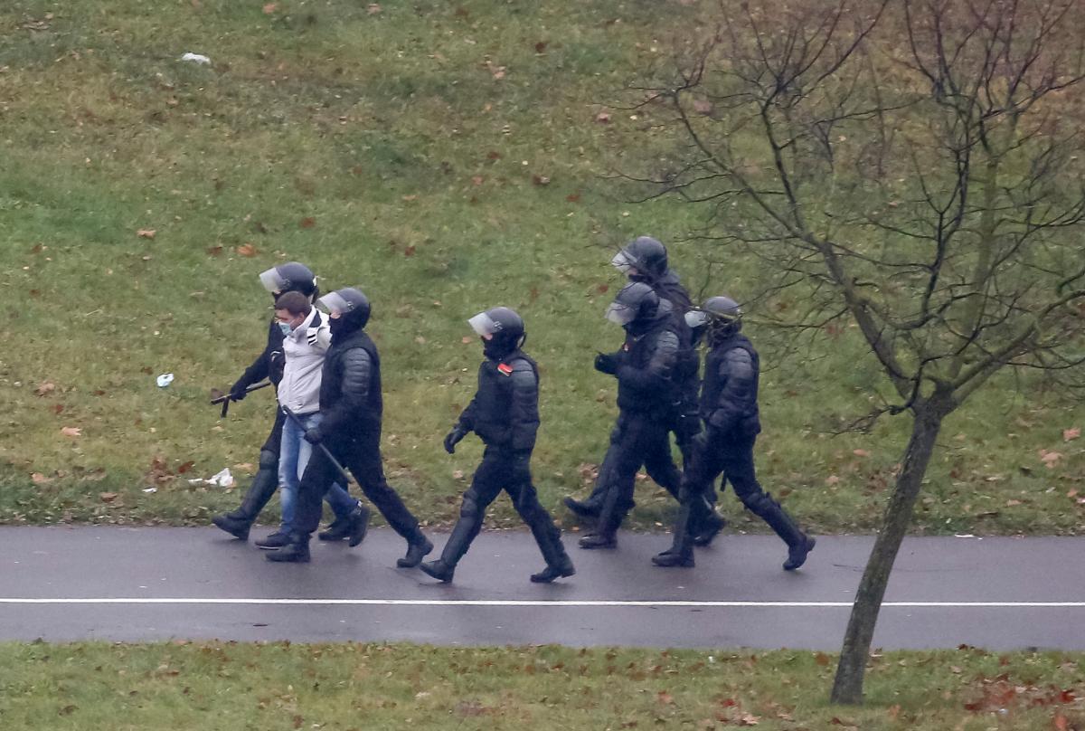 Сегодня в Беларуси прошли акции протеста – Марши против фашизма / фото REUTERS