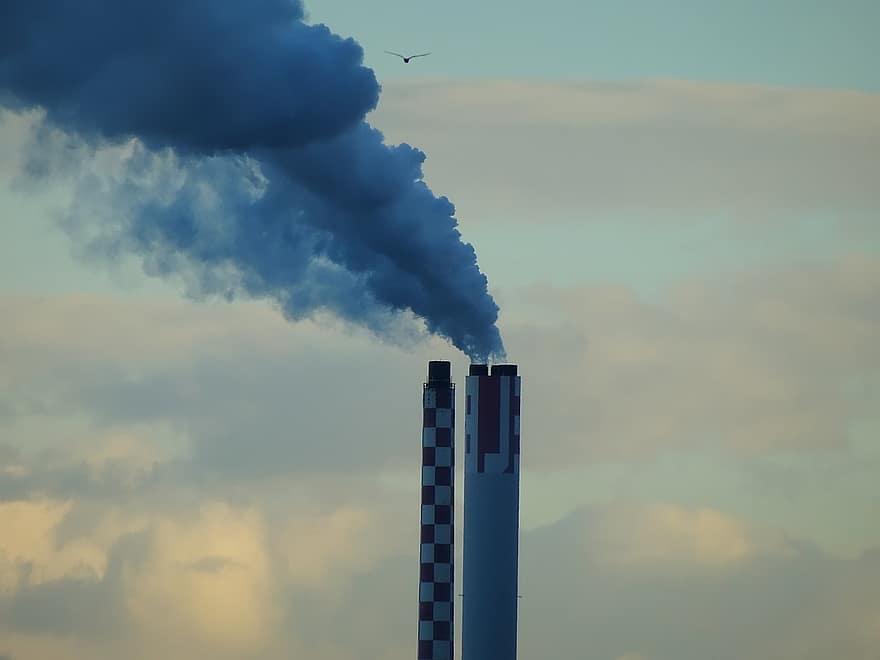 За словами Ратушної, державна система моніторингу повітря роками не модернізувалася / фото Pikist