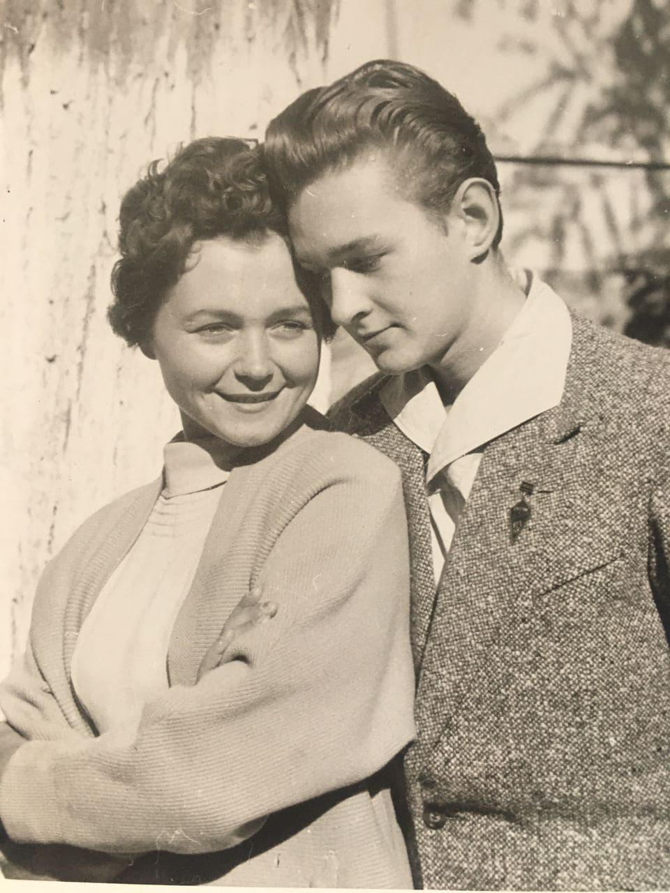 За словами Жанни Тугай, вся молодь Львова ломилася навиставу, в якій грав Роман / фото з особистого архіву Жанни Тугай