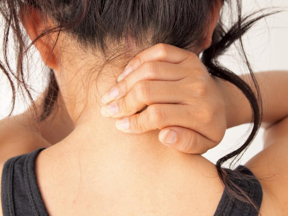 Боль в шее - как снять боль в шее / фото ua.depositphotos.com