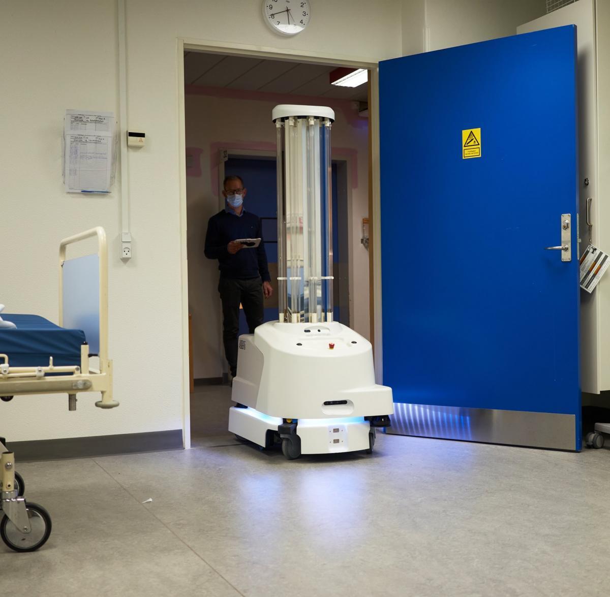 Євросоюз придбає 200 роботів для дезінфекції лікарень/ фото twitter.com/vonderleyen