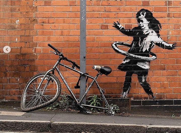 Предположительно элемент граффити был украден \ instagram.com/banksy/