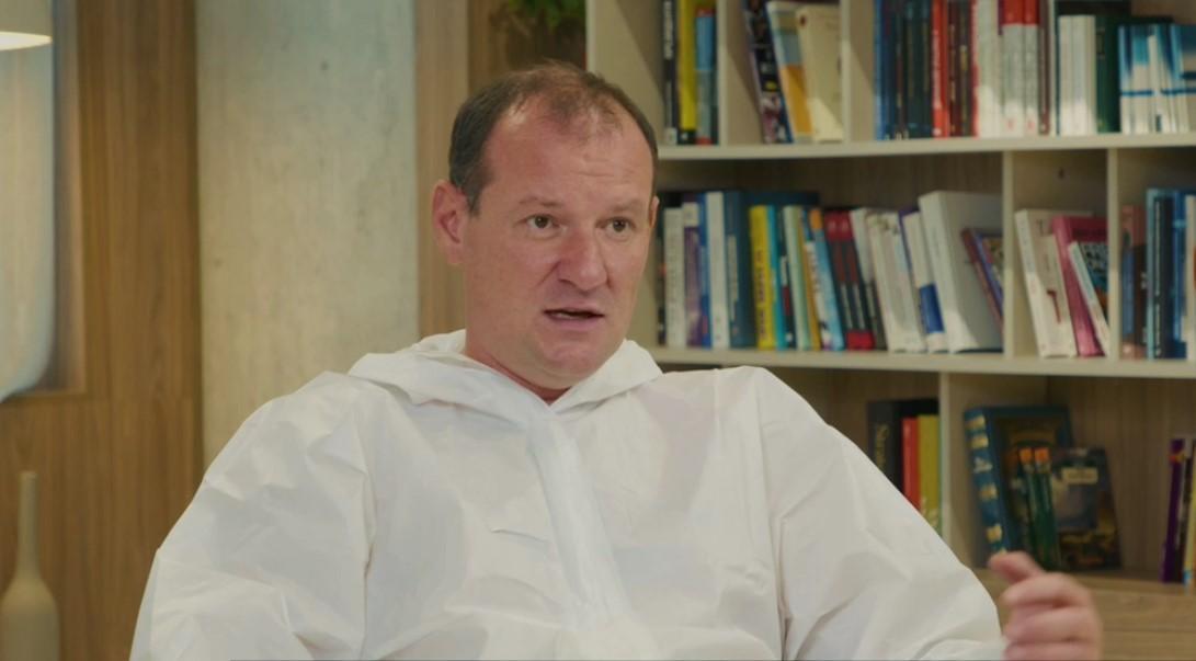 Врач Дубров напомнил, что смертность от коронавируса составляет1,9-2% / скриншот из видео