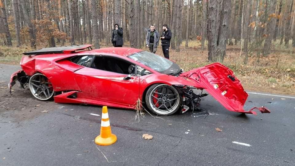 Автомобіль розігнався по слизькій дорозі близько до 200 км/год/ фото УНІАН