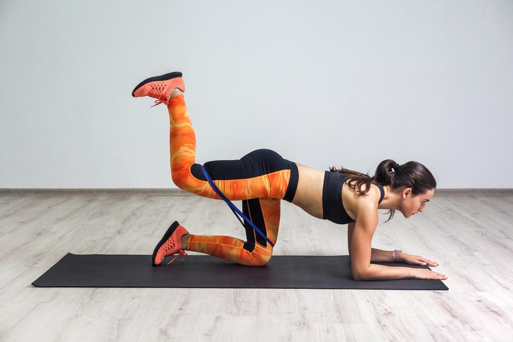 Упражнения для ног с резинкой / фото ua.depositphotos.com
