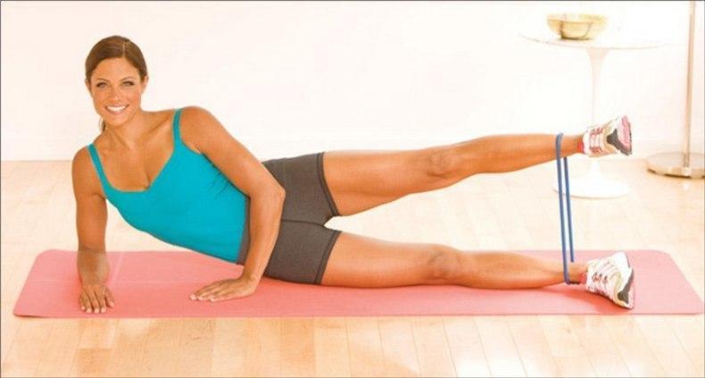 Упражнения с резинкой на ягодицы / фото ua.depositphotos.com