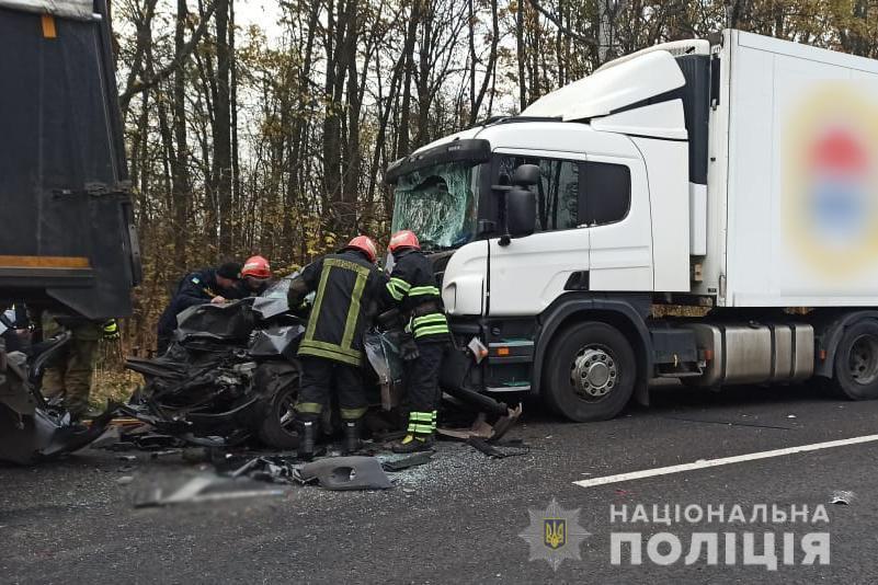 Аварія сталася на 545-му кілометрі автодороги «Стрий –Тернопіль – Кіровоград – Знам'янка» / фото ГУ Нацполіції у Черкаській області