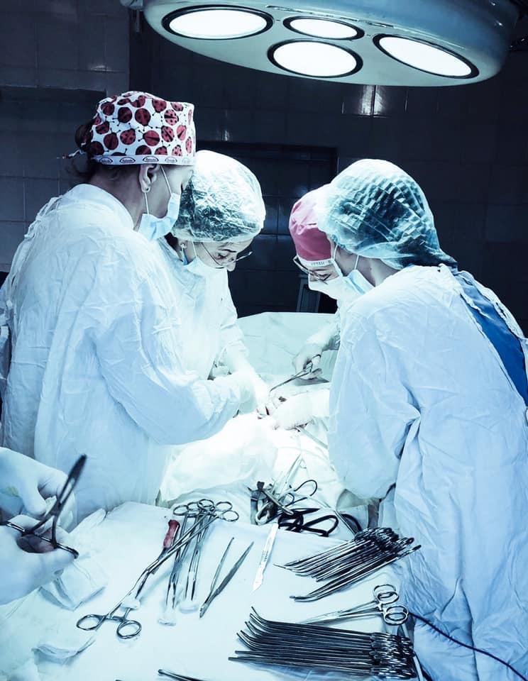 У Львові лікарі видалили жінці величезну пухлину / фото facebook.com/emergencyhospitall