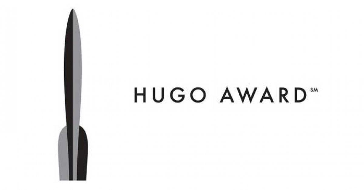 """Лауреаты """"Хьюго"""" получают статуэтку в форме взлетающей ракеты /фото bookriot.com"""