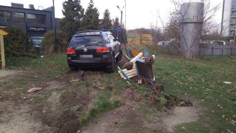 Водитель отказался проходить освидетельствование на состояние опьянения / фото патрульной полицииЛьвовской области