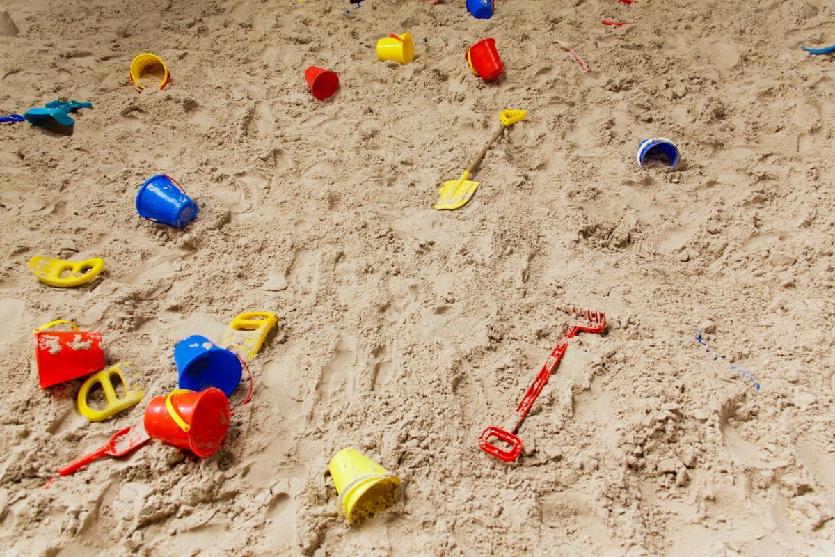 Чиновник объяснил, что дети зимой в песочницах не играют / фото publicdomainpictures