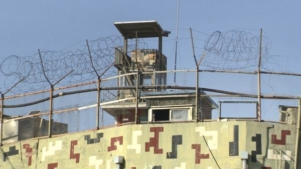 Влада підозрює, що легка вага тіла могла допомогти чоловікові перестрибнути паркан / фото Yonhap