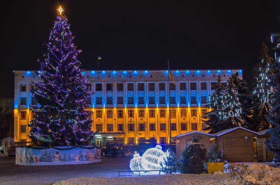 Головну ялинку міста встановлять на майдані Корольова / фото Житомирської міськради