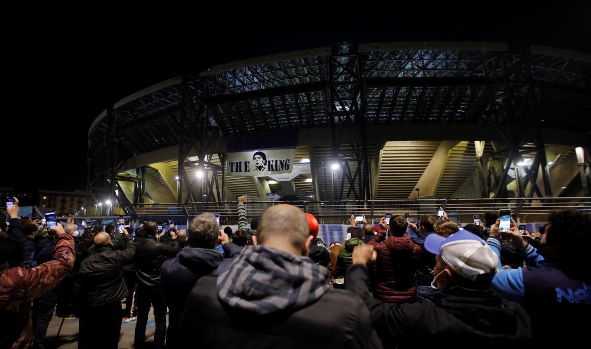 Болельщики у стадиона Сан-Паоло / фото REUTERS