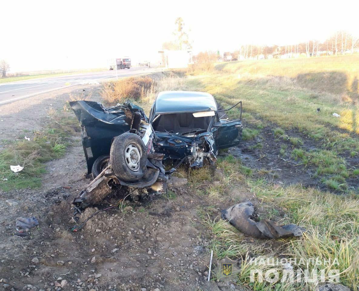 Жінка-водій загинула на місці аварії/ фото Нацполіція