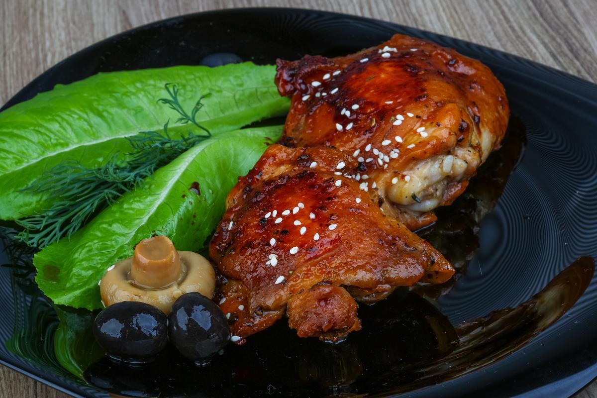 Рецепт курячих стегон у духовці / фото ua.depositphotos.com