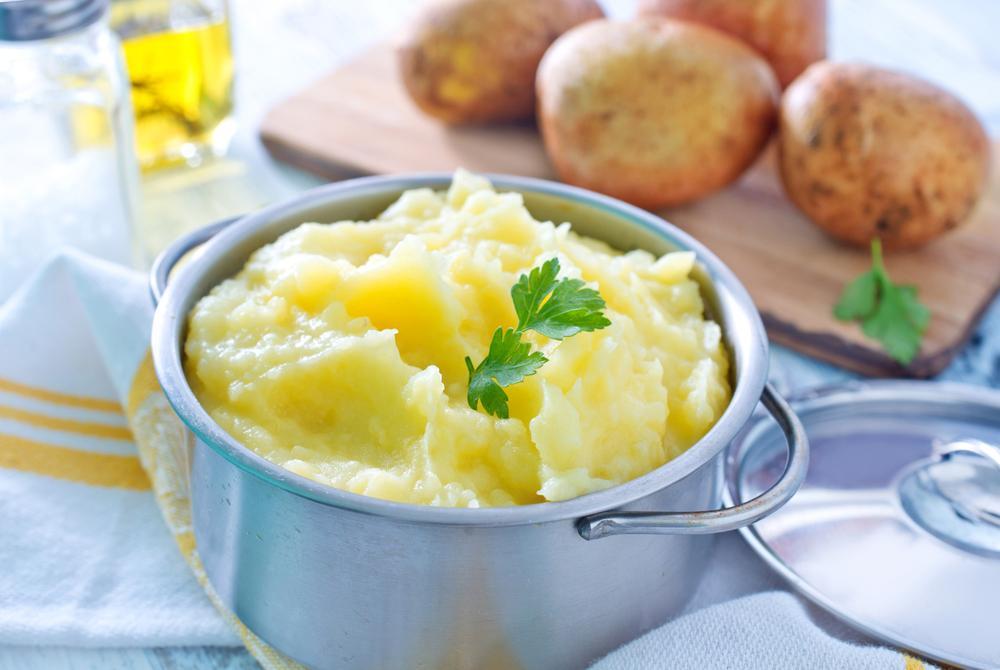 Украинских военных не кормят российским картофельным пюре / фото ua.depositphotos.com