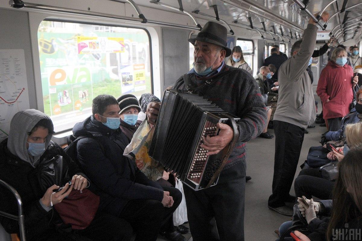 Власти предлагают остановить метро в Киеве в субботу и воскресенье / Фото УНИАН Алексей Иванов