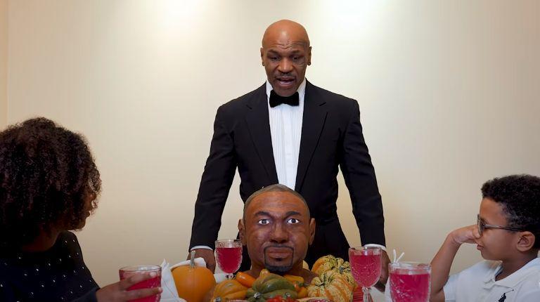 Майк Тайсон с тортом в виде головы Роя Джонса / фрагмент из видео