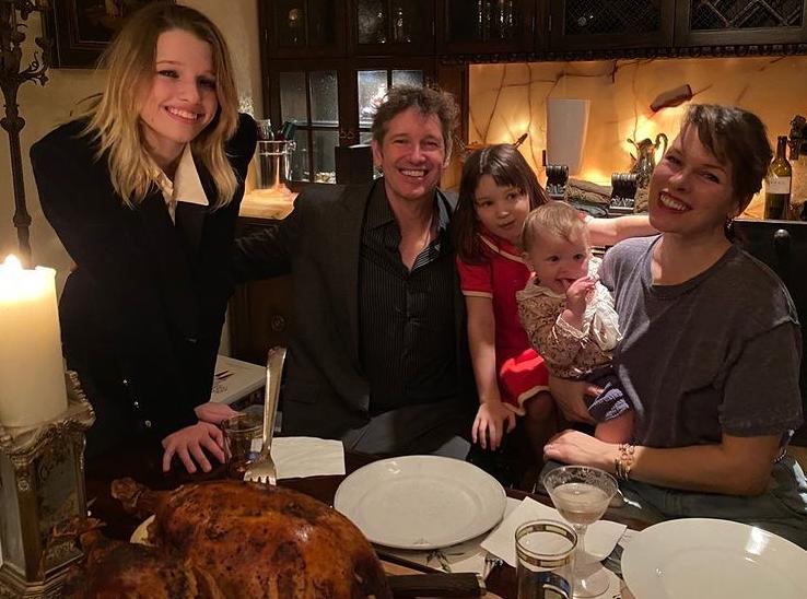 Йовович поділилася з фанатами сімейним знімком \ instagram.com/millajovovich