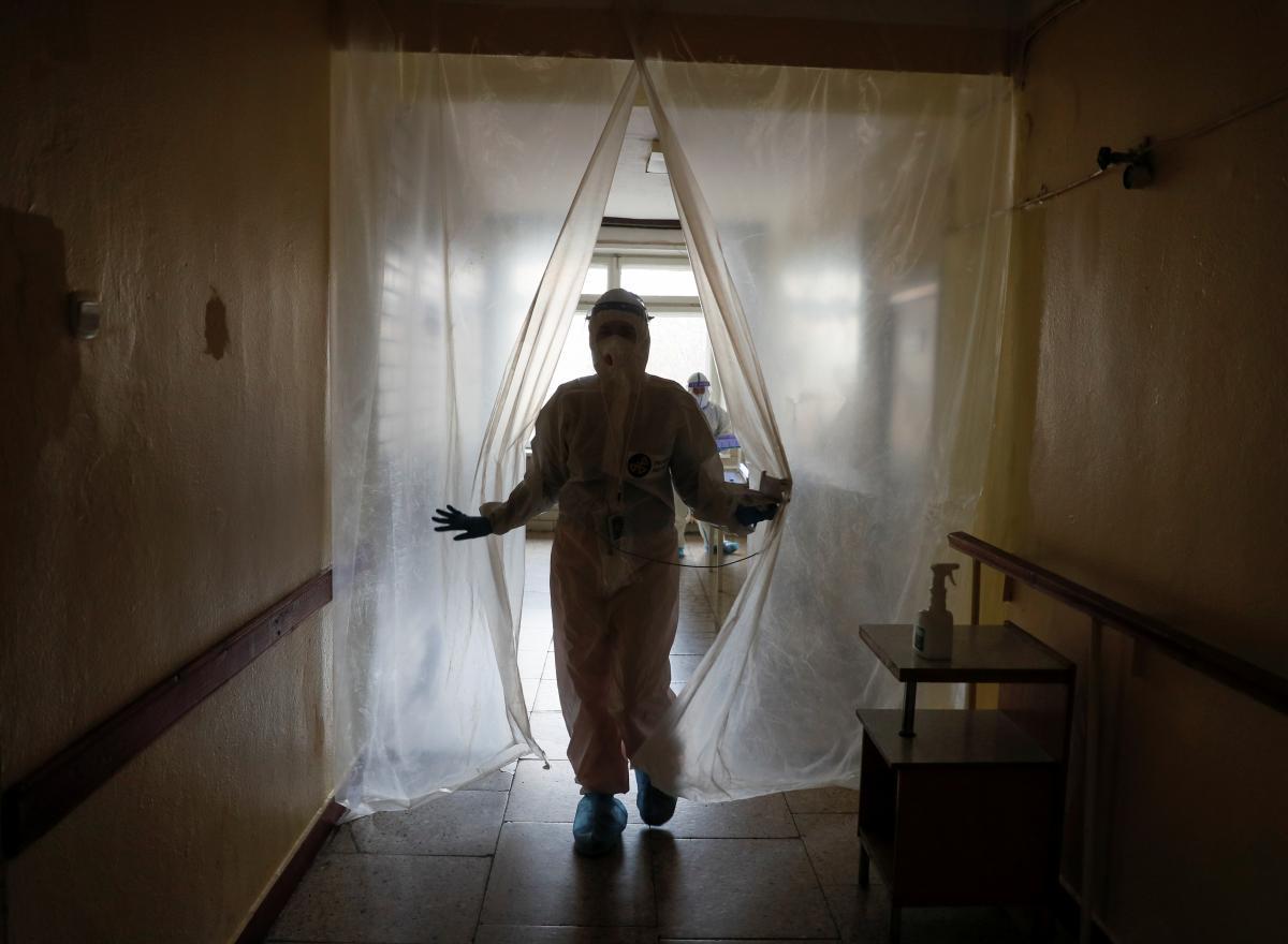 Нардеп заявив, щоголовне завдання - не допустити колапсу медичної системи / фото REUTERS