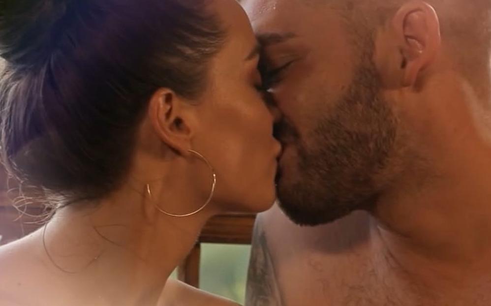 Поцелуй Мишиной и Рыбака / фото СТБ