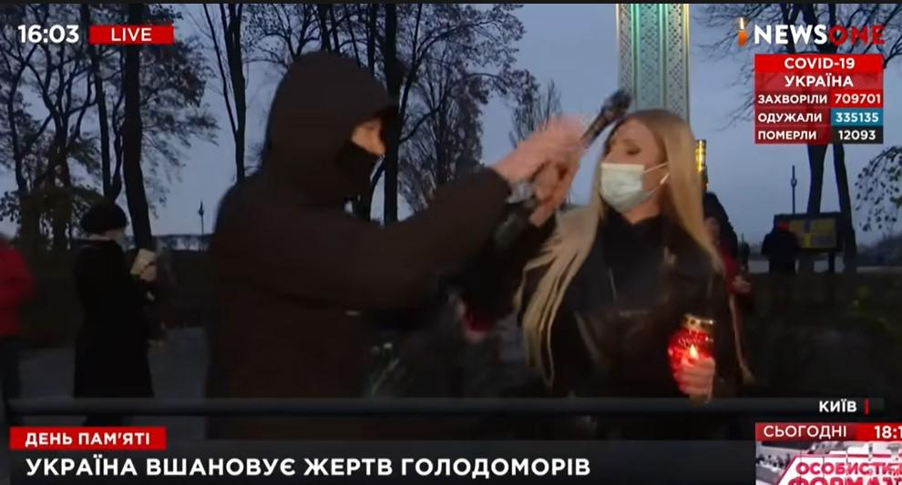 В Киеве напали на журналистку / скриншот с видео
