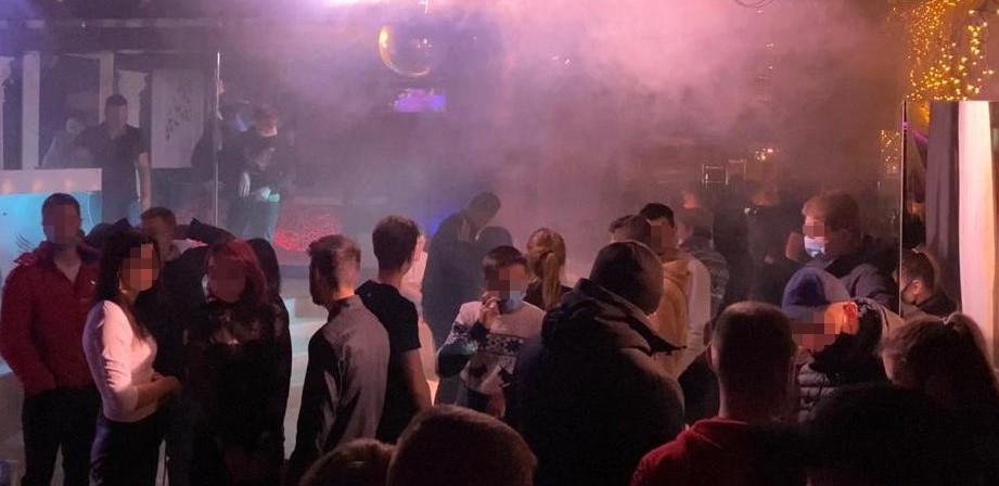 У Львові нічний клуб працював, порушуючи карантин вихідного дня / фото facebook.com/MVS.LVIV