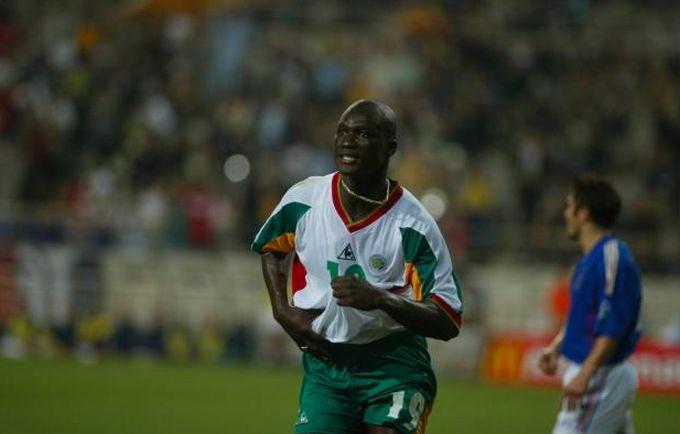 Папа Буба Диоп забил гол в матче-открытии ЧМ-2002 / фото lequipe.fr