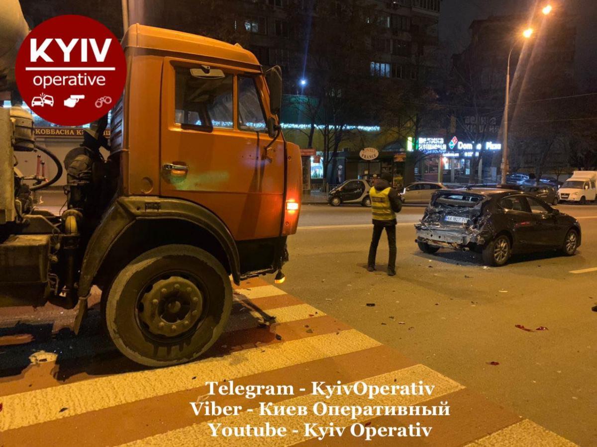 Авария на Васильковской / фото Киев Оперативный Facebook