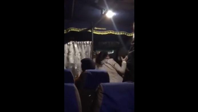 На Волыни женщины поскандалили из-за маски и устроили драку / скриншот с видео