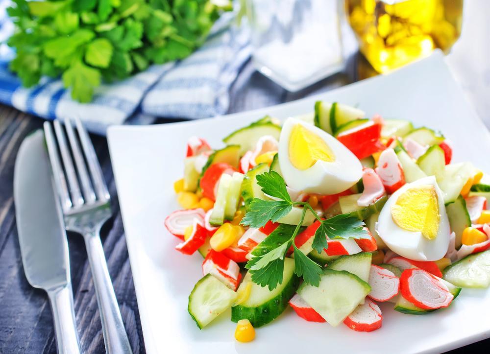 Крабовий салат з огірком рецепт / фото ua.depositphotos.com