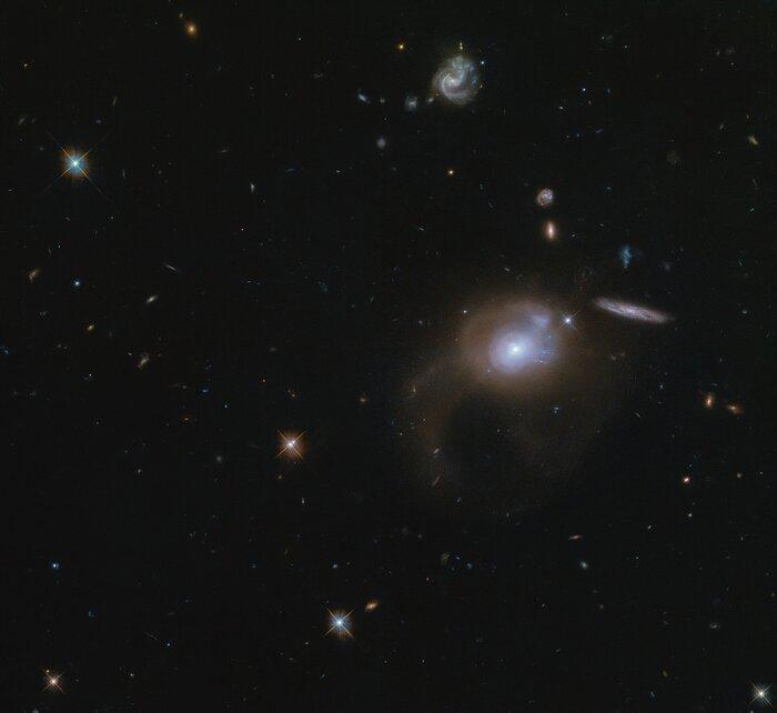 фото ESA / Hubble & NASA, A. Zabludoff