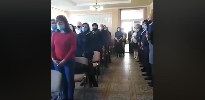 Депутаты поют гимн Венгрии / скриншот видео